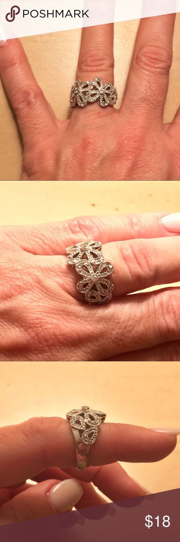 Lia Sophia Flower Ring Size 7 Beautiful Lia Sophia Flower Ring, Size 7 Lia Sophia Jewelry Rings