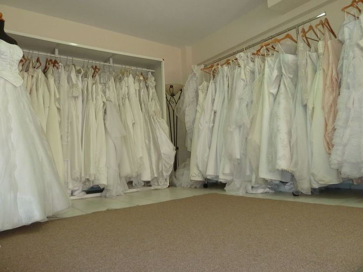 Lot of 5 wedding dresses --- Free shipping --- Clearance items