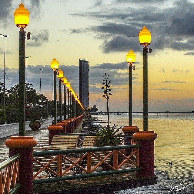 Com as luzes do Cais José Estelita desejamos a todos nossos seguidores um bom começo de noite! (PE.com) Foto: @bruno_recifense/Instagram