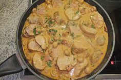 Zutaten 1 kg Schweinefilet(s) 100 g Katenschinken, in sehr kleine Würfel geschnitten 2 m.-große Zwiebel(n), fein gewürfelt ...