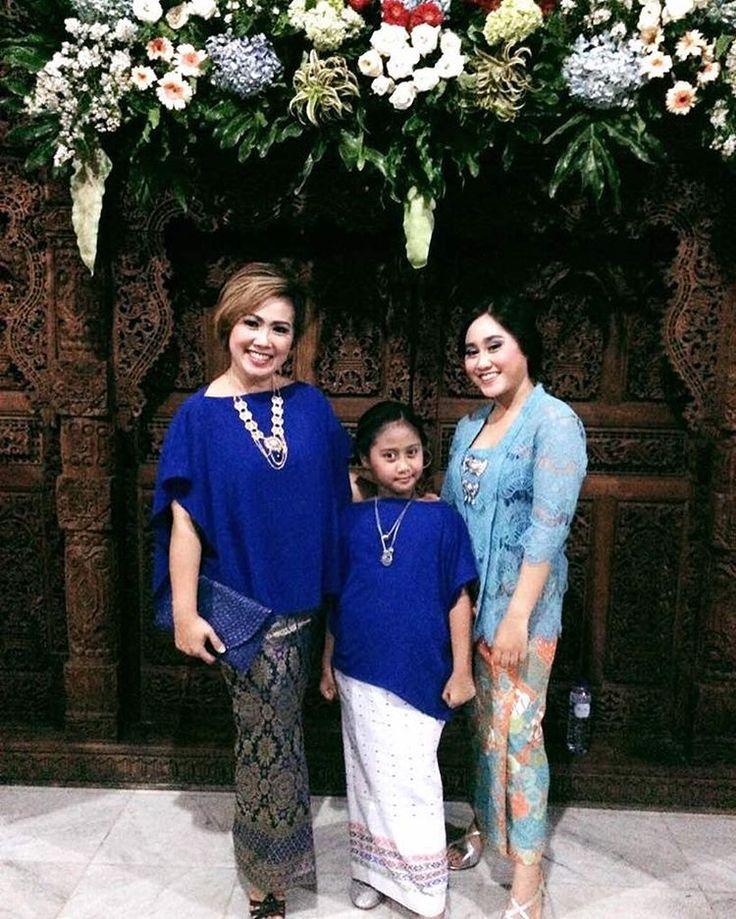 Like mother like daughters Looking pretty �� . . . #galerisayaid #kebaya #dress #weddingdress #gown #womensfashion #gowns #wedding #lamaran #mensfashion #childrenswear #fashionblogger #fashion #bridesmaids #bride #groom #uniform #party #laces #engangement #style #kaftan #party #cocktaildress #suit #beads #partydress #graduation #likeforlike #costume #family http://gelinshop.com/ipost/1518026253675573461/?code=BURHNW6DLDV