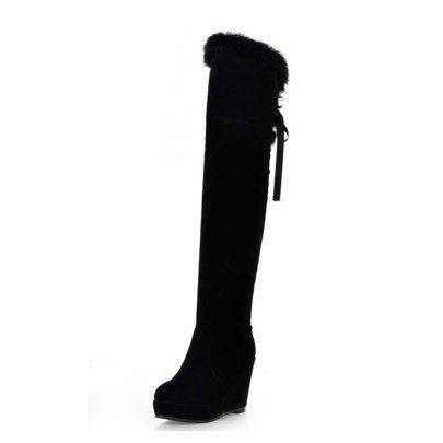 Schwarze Keilabsatz pelzigen überkniehohe Stiefel