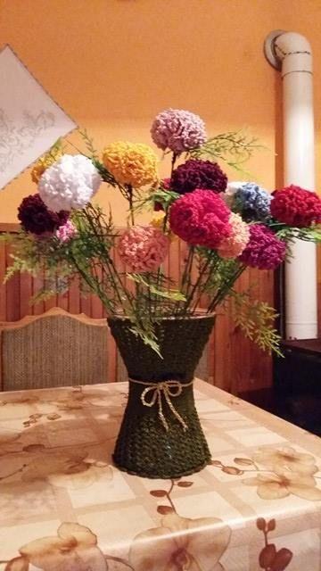 Nagymamám készítette! Horgolt szegfű és váza. :)
