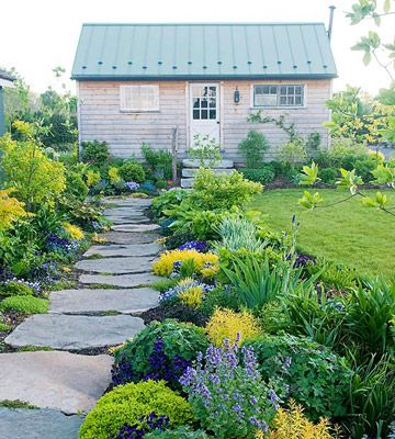 I think this would look good with a purple house.Landscapes Ideas, Gardens Paths, Colors, Plants, Stones Walkways, Stones Paths, Pathways, Flower, Yards