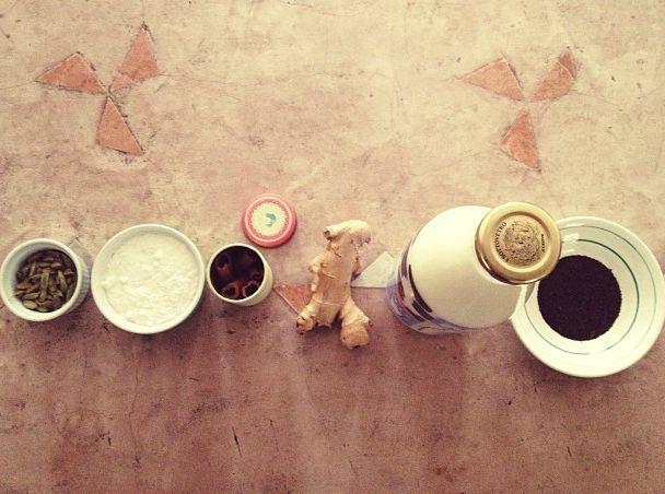 Receita ótima de Chai Latte, o famoso Chá Indiano que mistura especiarias, leite, e chá preto.