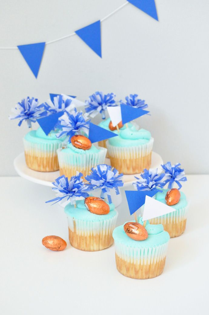 miniature pom pom cupcake toppers to cheer on your favorite sports team...