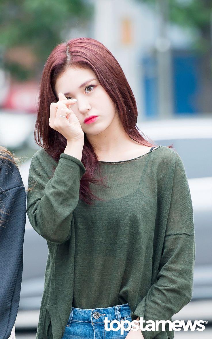 [HD포토] 아이오아이(I.O.I) 전소미 남다른 센터 미모 (뮤직뱅크 출근길) #topstarnews