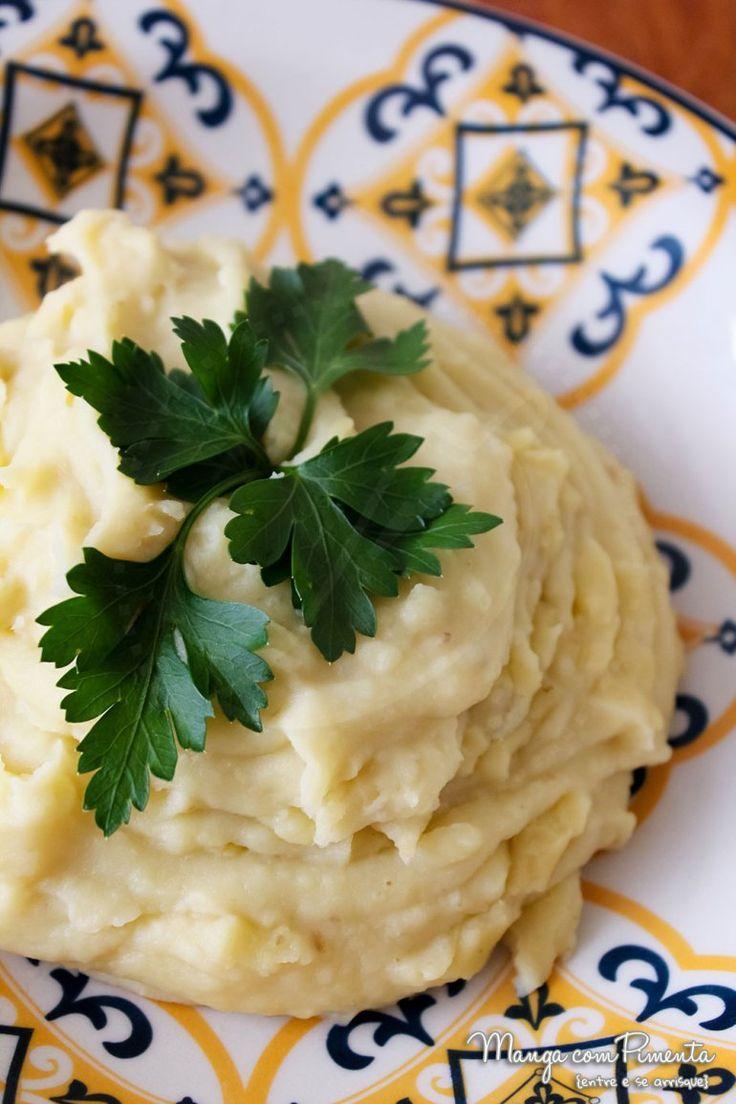 Purê de Batata Doce {Receitas do Bem}, perfeito para o seu almoço durante a semana. Clique na imagem para ver a receita no blog Manga com Pimenta.