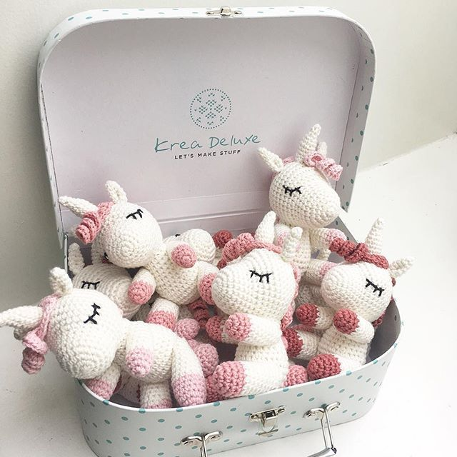 A suitcase full of little unicorns #crochetunicorn #hækletenhjørning