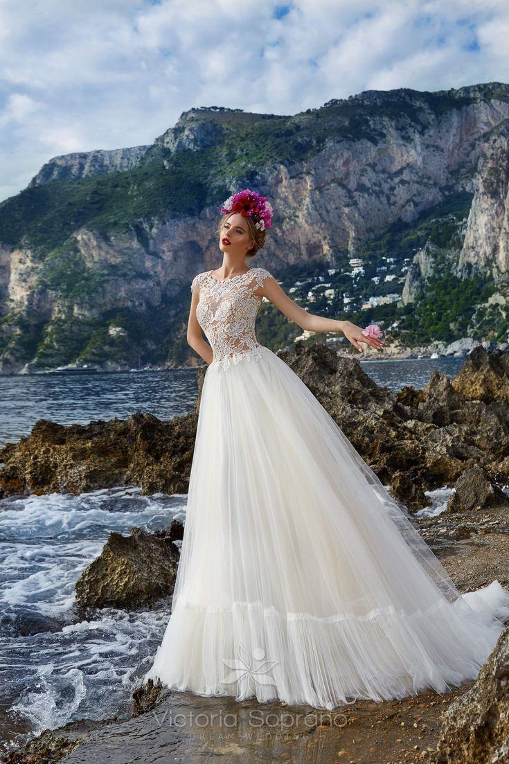 SOFIA A szalonban fehér színben próbálható #wedding, #weddingdress, #nefelejcsruhaszalon, #esküvőiruha,#esküvő, #menyasszonyiruha,#menyasszony