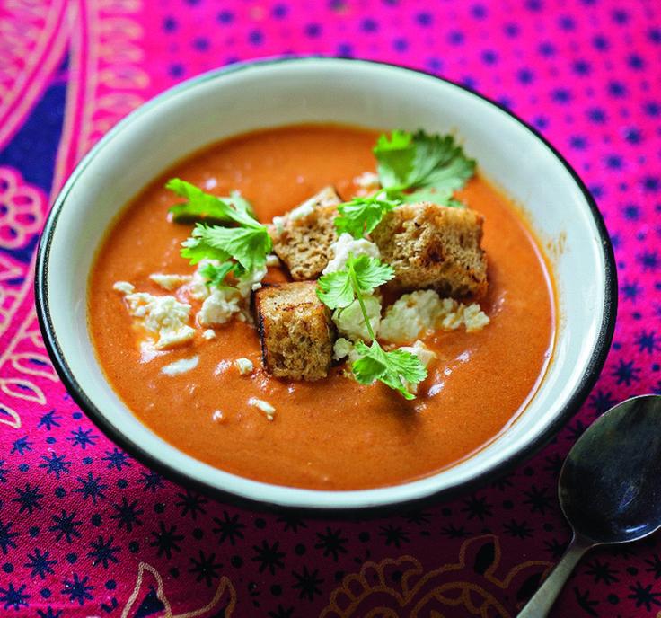 Nepalilaisittain maustetun tomaattikeiton maku piilee kuullotetuissa mausteissa.
