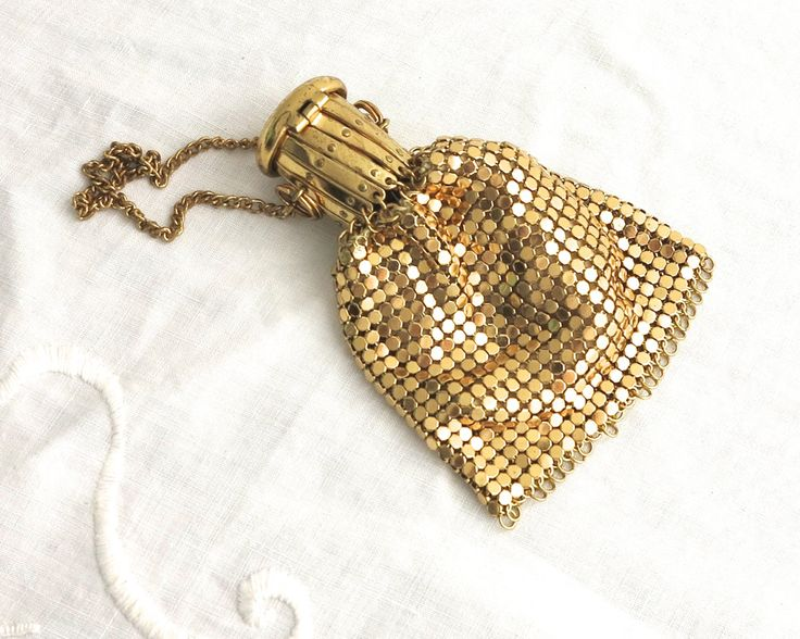 Small vintage gold mesh coin purse with gold metal accordion closure top with pretty pressed metal lid, gold chain handle by CardCurios on Etsy