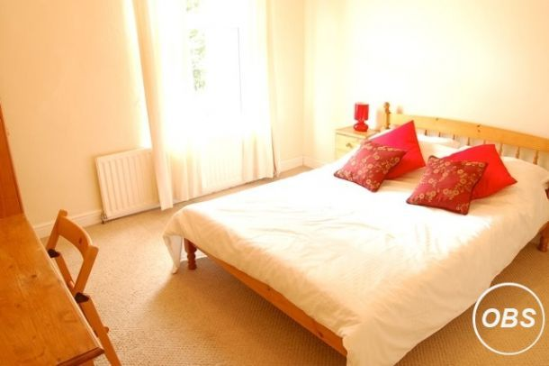 Large Double Room To Rent In Manor Park Area In Uk Free Ads Rooms For Rent Room Double Room