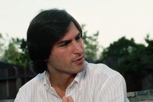 Dato Curioso... Se rumora que cuando trabajó para Atari, Steve Jobs fue transferido al turno nocturno, debido a su falta de higiene personal y a su mal olor.