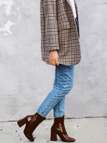 Blazer à carreaux dans les tons bleu/camel/rouille + bottines vernies bordeaux = le bon mix