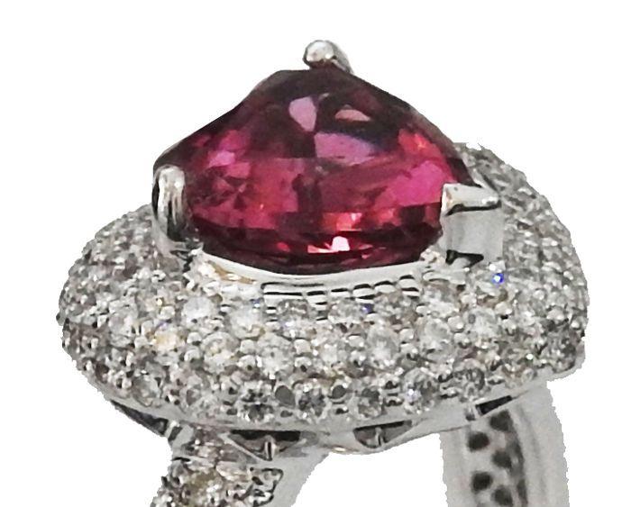 Hartjesring toermalijn Rubellite Pave Diamond  Instelling:Metal type: ......................................... 14K witgoudWeight: ................................................ 525 gramType instelt:... Effenen instellingFront Size: ......................................... 13.3 x 12 mm.Ring size: ............................................ 6.5 vs formaat - 54 FransGrootste steen:Type: ................................................... Natuurlijke toermalijn RubelliteShape…