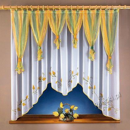"""Firanka """"rozkwitająca wiosna"""" wykonana została z najwyższej jakości woalu. Dostępna w kolorze białym lub kremowym. Wiosenny wzór oraz efektowne zakończenie elegancką lamówką wprowadzi trochę wiosny do Twojego domu."""