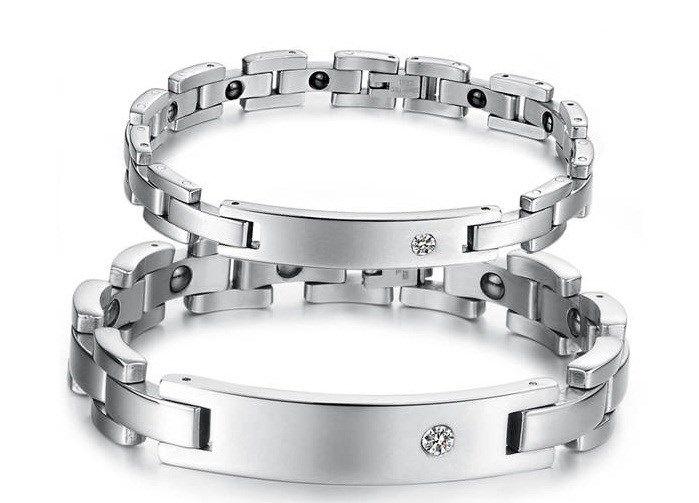 Магнитные парные браслеты из ювелирной стали с фианитами помогут вашему здоровью, гармонизирует ваше давление.Magnetic pair of bracelets jewellery steel with cubic Zirconia will help your health, harmonize your pressure.