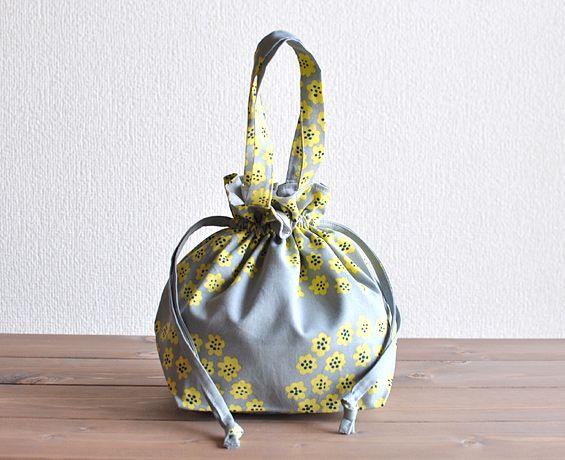 ハンドメイド marimekko マリメッコ PUKETTI プケッティ 巾着バッグ 北欧食器 北欧雑貨 ARABIA(アラビア)ムーミンのショップ - MUM(ムーム)