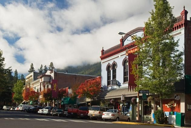 Look who's in the Top 20 of Smithsonian's Best Small Towns in America - Ashland, OR!
