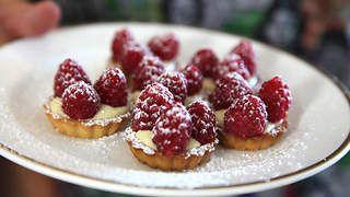 Mini raspberry tarts recipe : SBS Food
