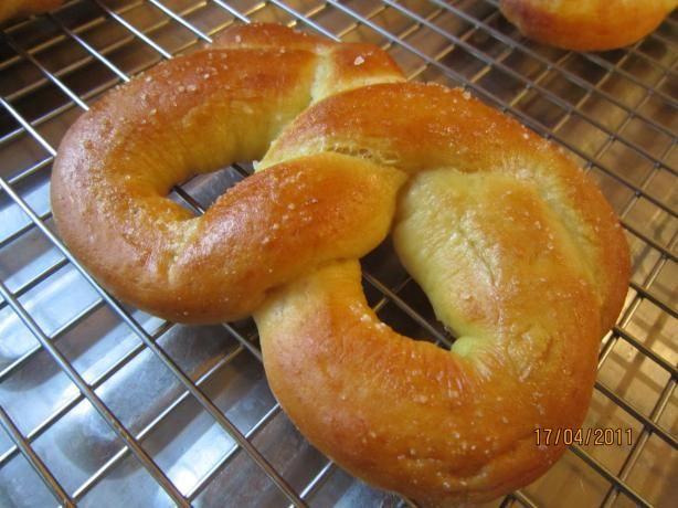 Soft Pretzels (For Bread Machines) Recipe