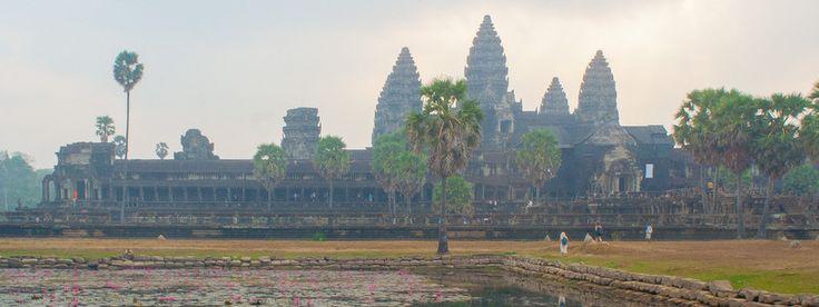 Ангкор -- величественныйдревний город, считается самым большим храмовым комплексом в мире, построен более чем 8 столетий назад. После 800 года и до XIV века Ангкор был столицей древней империи, позже обрёл забвение. Ангкор расположен в 5 километрах от современного Сием Рипа (Сиемреап). Его территория занимает 200 квадратных километров. Красота и масштабность Ангкора впечатляет каждого посетителя.