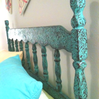 Antiqued Headboard! Too bad I don't have the patience or the tools for that