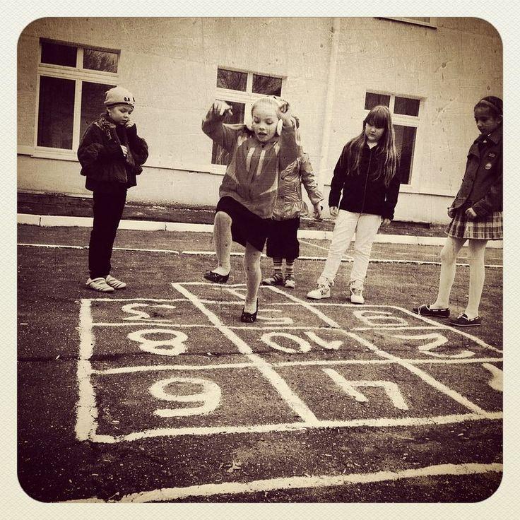 дети играют на улице: 18 тыс изображений найдено в Яндекс.Картинках