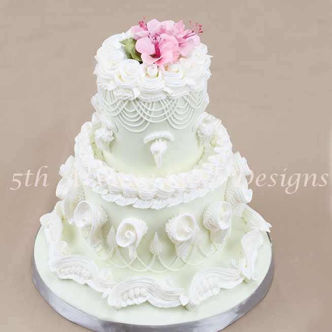 Lambeth Method Tutorial on Cake Central - she uses base fondant not traditional royal icing