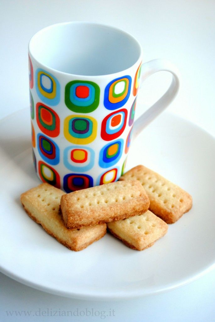 Tra i biscotti preparati per Natale ci sono gli shortbread. La ricetta originale vuole che, per quanto riguarda le dosi, venga rispettata la proporzione di 3-2-1 ovvero tre parti di farina, due di burro ed…