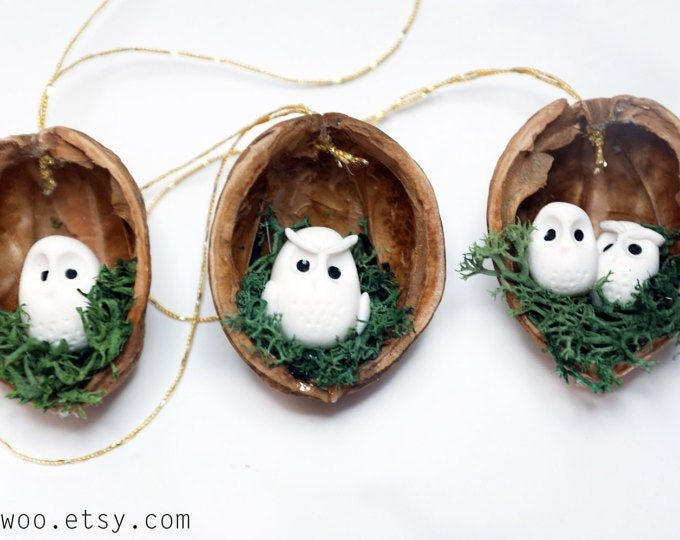 Coquille Christmas 2020 Lapin de décoration de Pâques dans la coquille de noyer