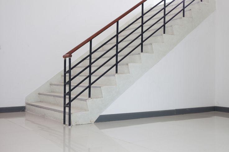 Een trap waar veel over gelopen wordt moet natuurlijk slijtvast zijn. Met een 2-componenten betonverf krijgt de vloer een keiharde toplaag die slijtvast is en lang meegaat.