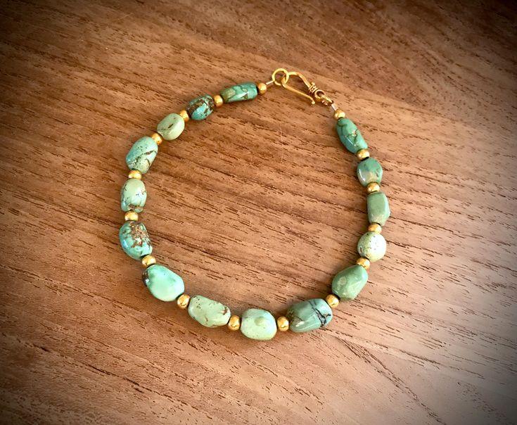 Armband mit Carico LakeTürkis Nuggets Perlen und solidem Gold 18k 750 http://etsy.me/2F7YlG1 #schmuck #armband #grun #gold #boho #turkis #solidgold18k #foxturquoisebeads #colouredcat