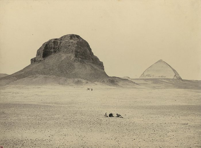 1860 - The pyramids of Dahshour, from the east. Photographe : Francis Frith