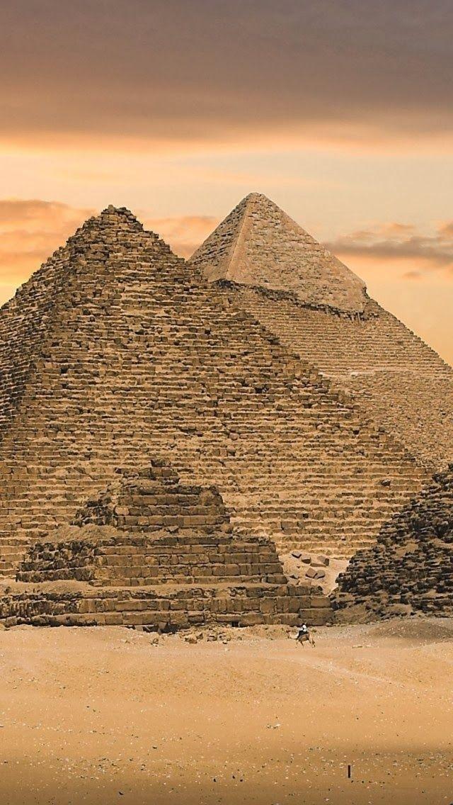 La pyramide de Khéops ou grande pyramide de Gizeh, Egypte