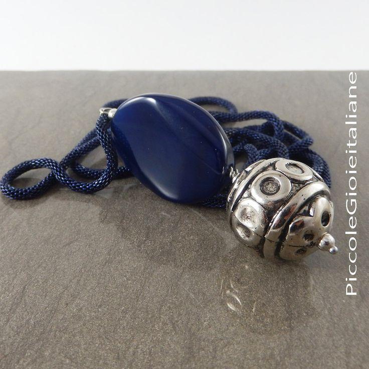 Collana moderna Collana con agata Collana con ciondolo Collana argento Collana lunga Collana con cordone di metallo Collana colore blu di PiccoleGioieitaliane su Etsy