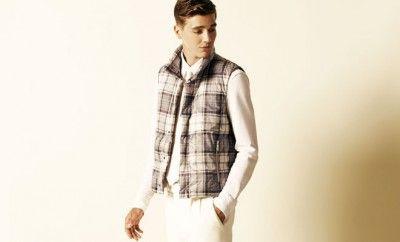 Formalitesiz şıklığın simgesi Hogan, Simon Holloway'in tasarladığı 2015 İlkbahar – Yaz Erkek koleksiyonu vitrinlerde yerini aldı.  Simon Holloway, Hogan'ın yenilikçi klasikliğini ve çok yönlü vizyonunu ön planda tutarak hazırladığı 2015 İlkbahar – Yaz Erkek koleksiyonunu moda severlerin beğenisine sundu.