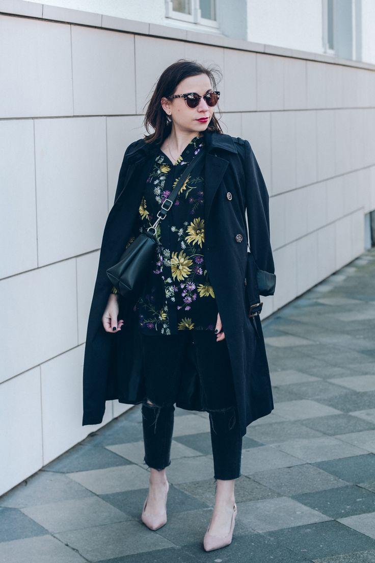 Das passende Blumen-Muster für jede Figur – Mein allmost black Frühlings-Look mit floraler Bluse - auf liebewasist.com #fashion #trend #ootd