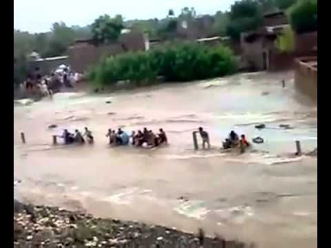 Flood In Pakistan 2015 Flooding in Death - Crazy Footage . ALLAH Sub ko ...