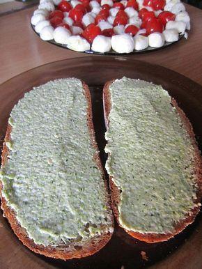 Rychlá, jednoduchá a věřte že i chutná pomazánka (s chutí ji kromě mého manžela snědla i má dcera, která prohlašovala, že brokolici NIKDY :-))