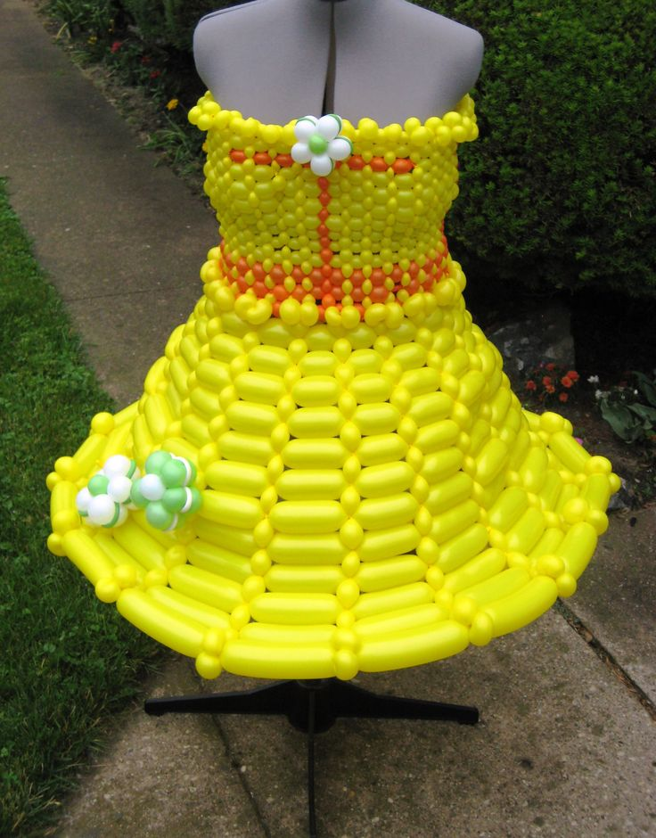BALLOON DRESS. Cool balloon dress delivery for a hot Summer luncheon! This is our most popular style. All our dresses are customized and functional which means Yes! you can sit in them, eat, dance...the whole day (or night) away!  www.HollyNagel.com