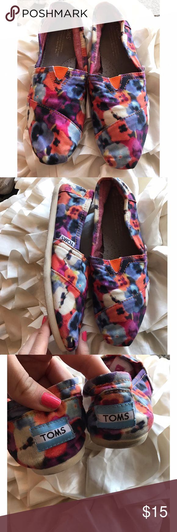 Beautiful floral TOMS So pretty and bright. Bottoms may be darkened but from the top look good as new. Beautiful TOMS TOMS Shoes Flats & Loafers