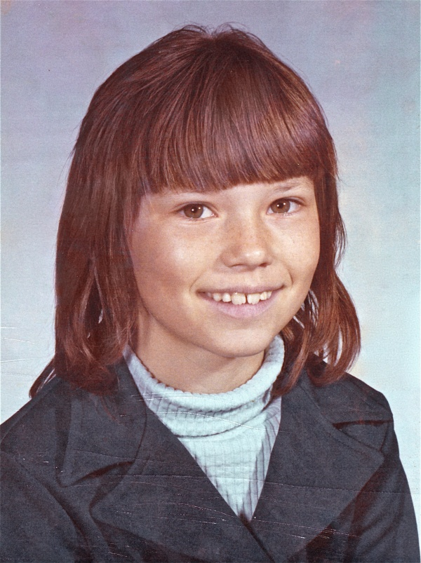 I'm not much impressed if you don't guess this singer from this 1979 picture.