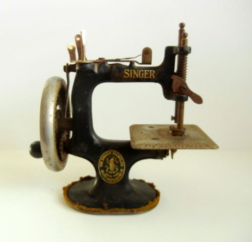 Vintage SINGER Model 40 Childs Miniature Sewing Machine Marvelous Unique Miniature Singer Sewing Machine