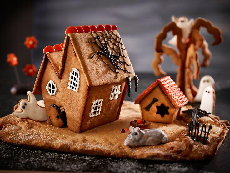 Hurmaavan Halloween-piparkakkutalon rakentaminen on hurjan hauskaa ja lopputulos hyytävän hykerryttävä!  #halloween #leivonta #piparkakkutalo