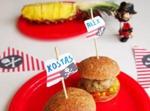 Mini burgers απο κοτόπουλο με σαλάτα καλαμπόκι