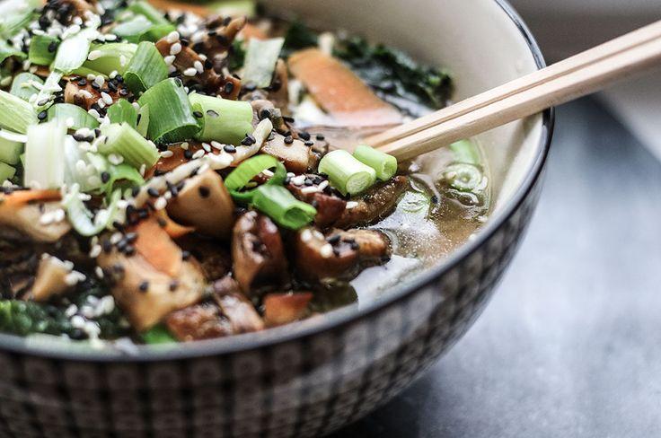 recept-vegetarisk-ramen-nudlar-svamp-kale