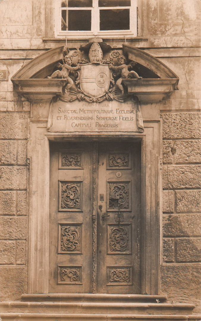 Reach, Zikmund - Portál ve III. nádvoří královského hradu (Door in the third courtyard of the royal castle), gelatin silver print