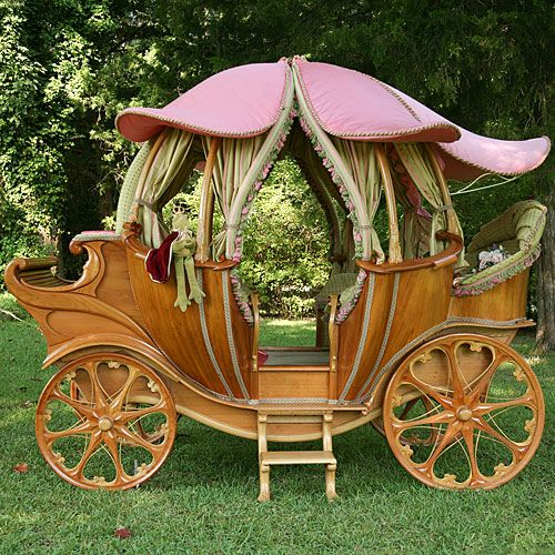 Beautiful fairytale carriage bed for a little Princess!